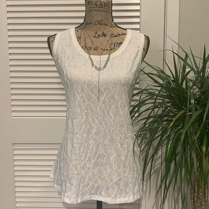 Simply Vera Sleeveless Blouse